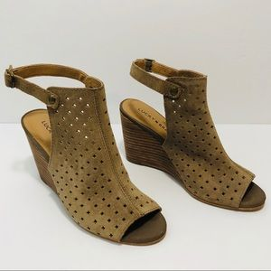 Lucky Brand cut out leather beige wedges 6 1/2